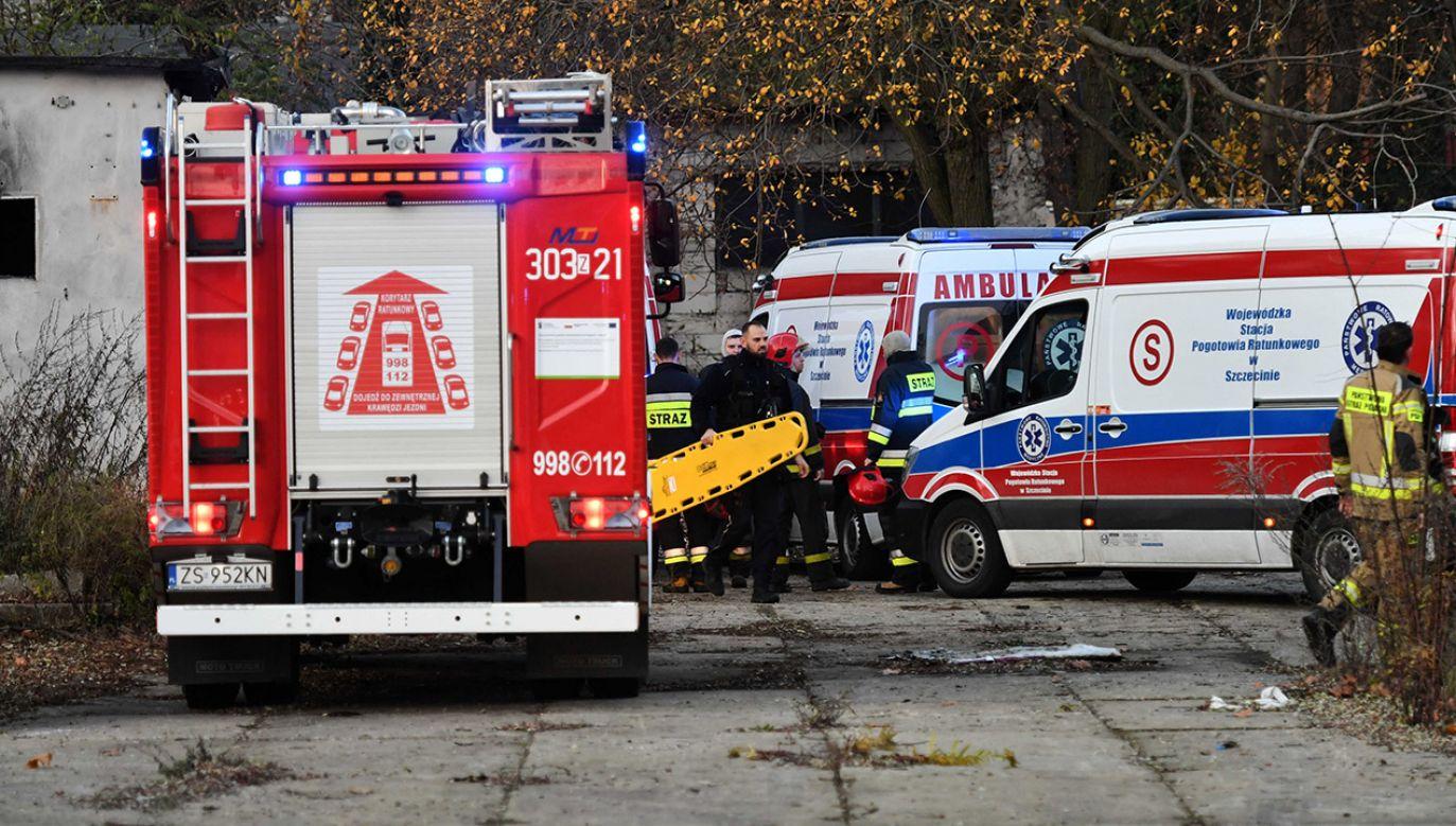 Próba reanimacji chłopców na miejscu, podjęta przez ratowników, nie przyniosła rezultatu (fot. PAP/Marcin Bielecki)