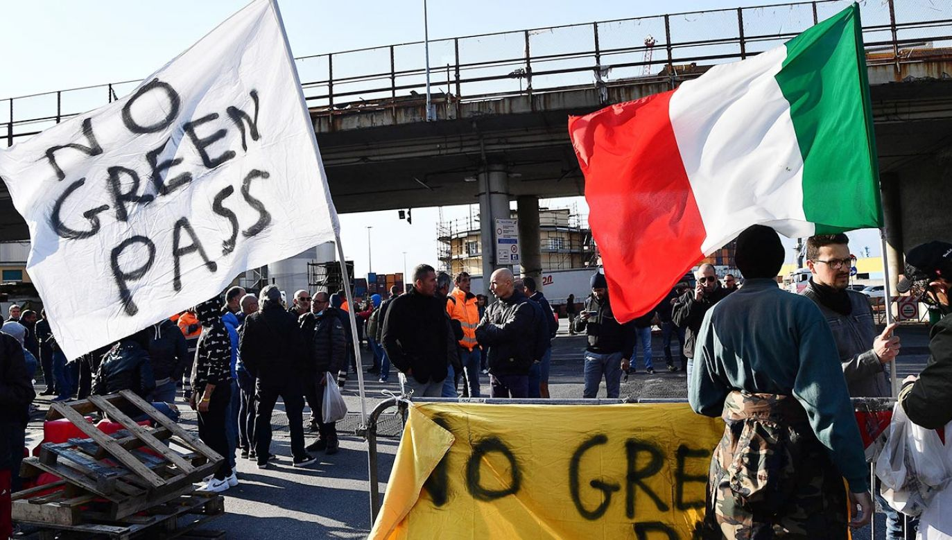 Protest we Włoszech (fot. PAP/EPA/LUCA ZENNARO)
