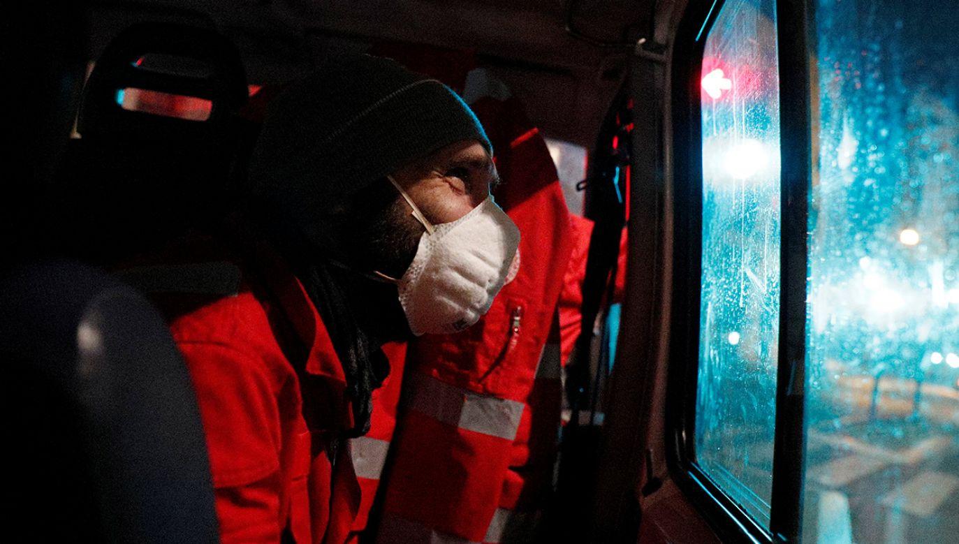 Liczba ofiar śmiertelnych koronawirusa to już blisko 31 tys. osób na całym świecie (fot. REUTERS/Guglielmo Mangiapane)