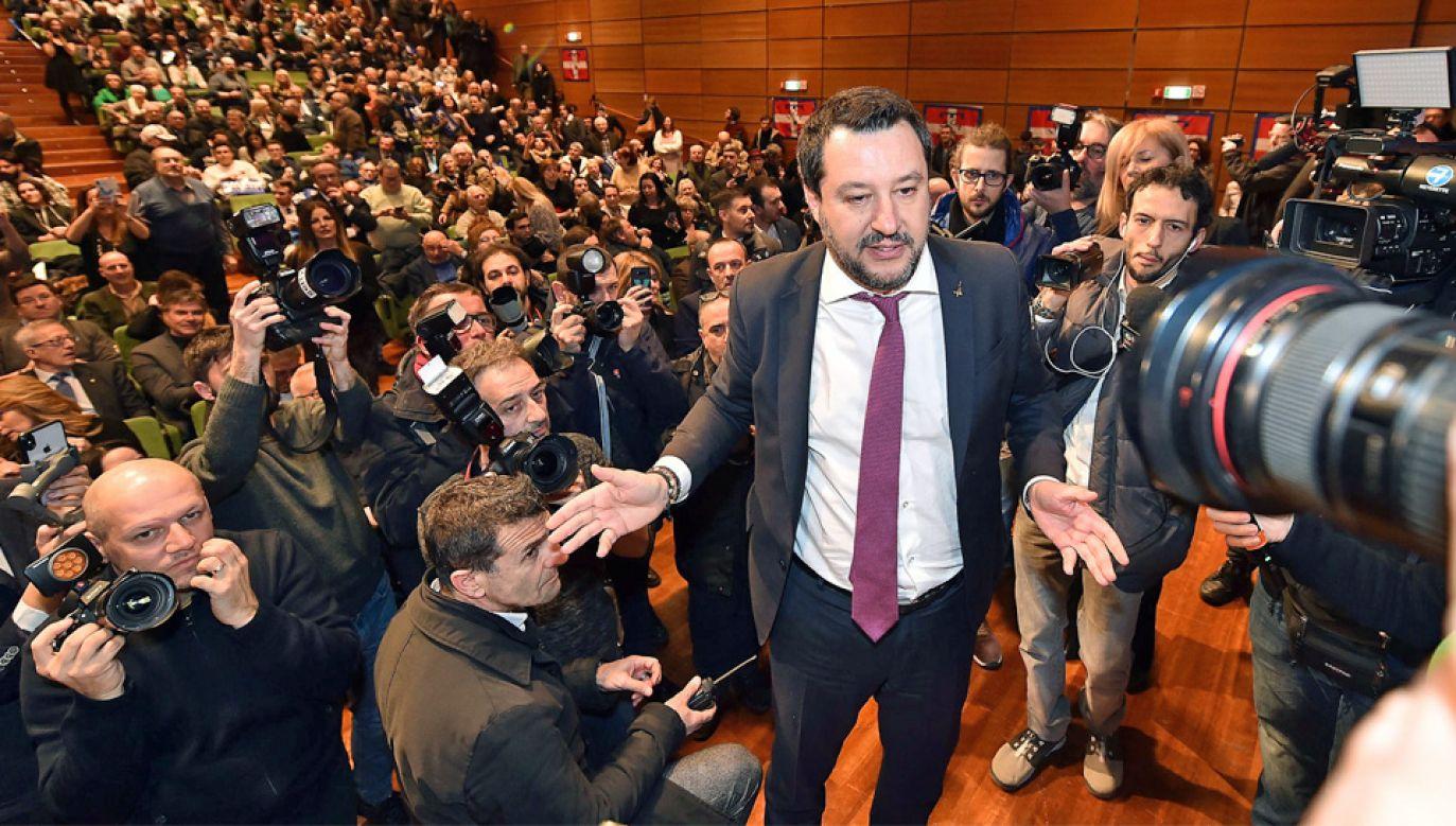 Liga Matteo Salviniego prowadzi w sondażach we Włoszech (fot. PAP/EPA/Alessandro Di Marco)