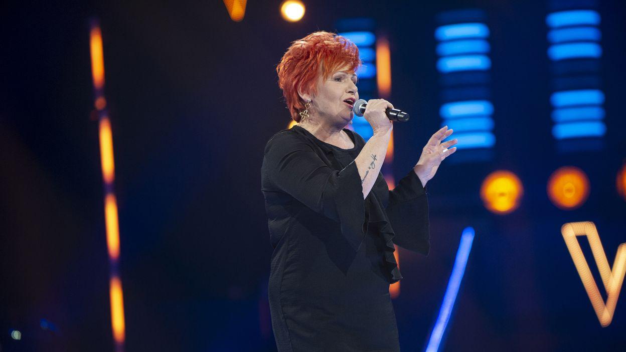 """Fantastyczne wykonanie utworu """"Pogoda ducha"""" pozwoliło zająć Ewie Olszewskiej ostatnie wolne miejsce w wielkim finale! (fot. TVP)"""