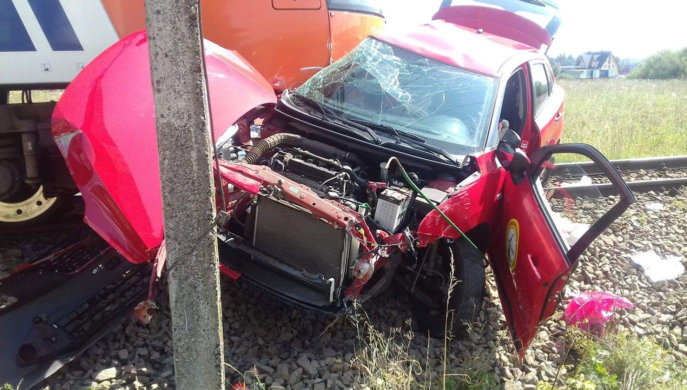 Do wypadku doszło na niestrzeżonym przejeździe kolejowym (fot. tt/@112Malopolska)