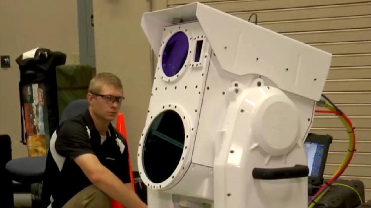 Naukowcy przetestowali laser, który może niszczyć drony (fot. youtube/Boeing)