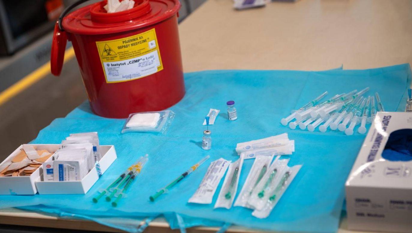 Szef rządu podkreślił, że szczepienia są naszą zaporą przeciw COVID-19 (fot. PAP/Grzegorz Michałowski)