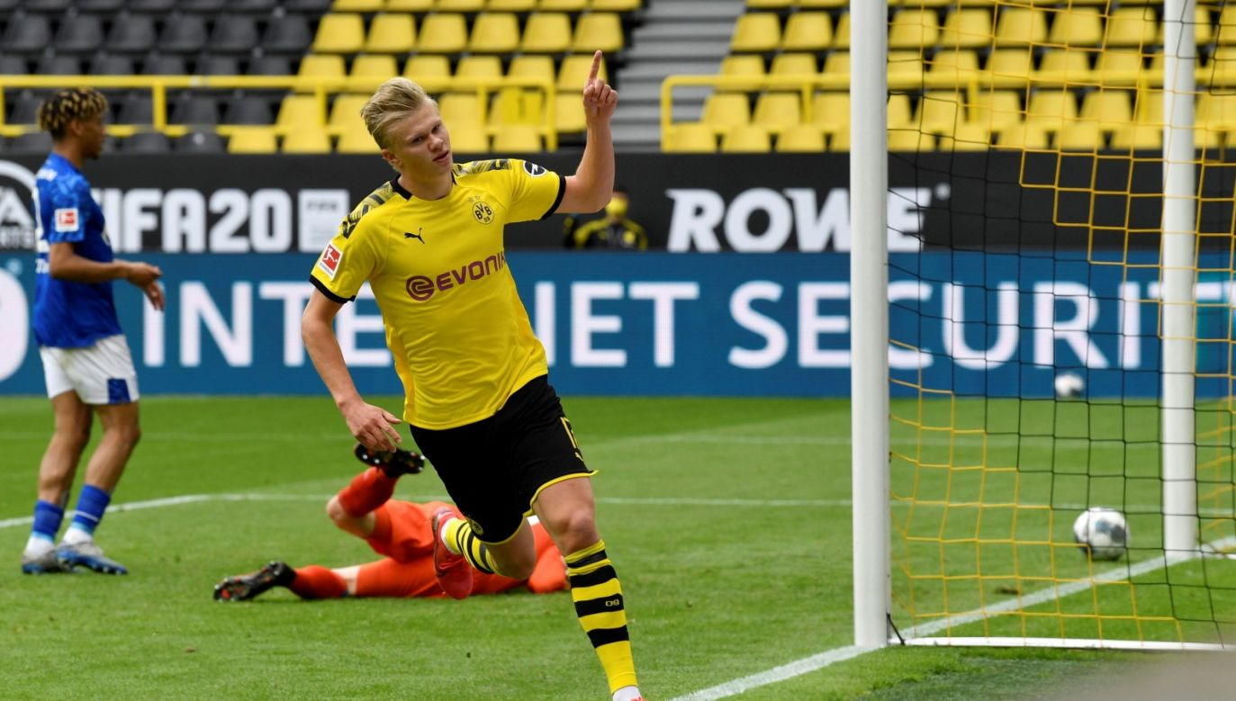 Tak z pierwszego gola po powrocie Bundesligi do gry cieszył się Erling Haaland (fot. PAP/EPA/MARTIN MEISSNER)
