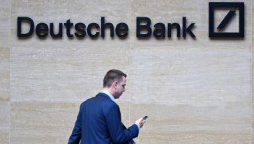 Deutsche Bank poinformował niedawno o planach poważnej redukcji zatrudnienia (fot. PAP/EPA/FACUNDO ARRIZABALAGA